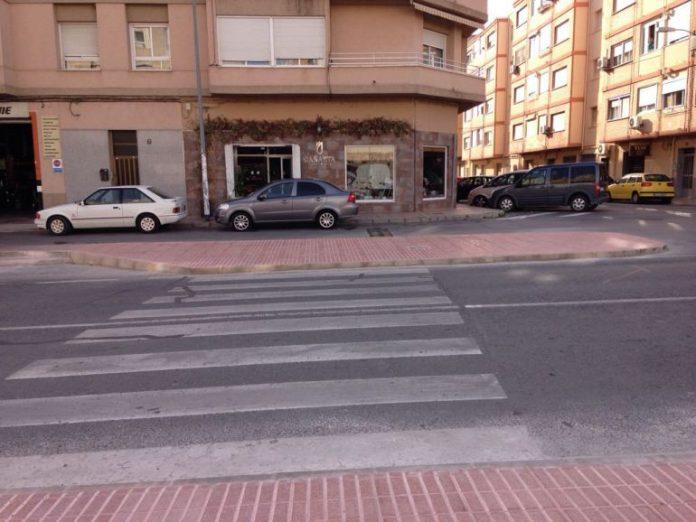 Monóvar construye un paso de peatones elevado