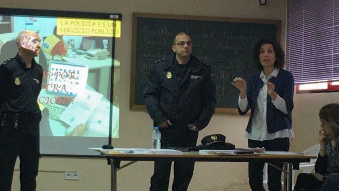 Sanidad de Elda y Policía Nacional, juntos contra el acoso escolar