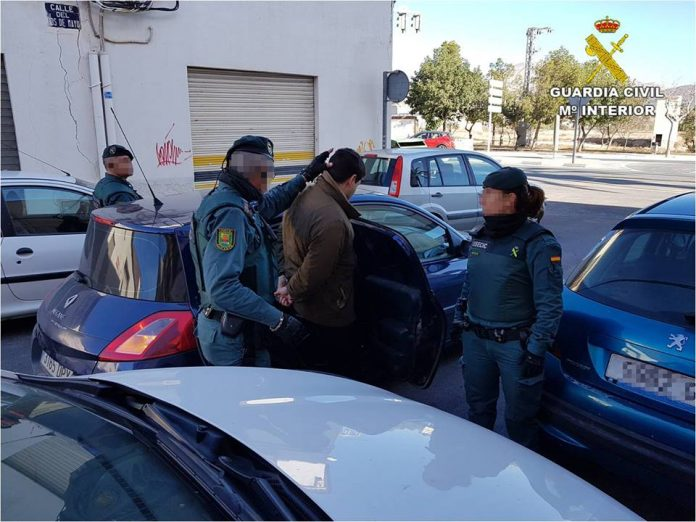 La Guardia Civil de Alicante ha detenido en Novelda a una pareja de españoles