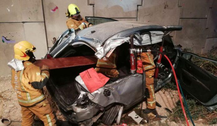 Dos atrapados en un accidente en la A-7 en Campello