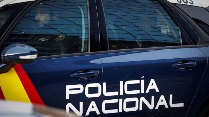 Sucesos: La Policía salva a un hombre que fabricó un sistema de poleas para acuchillarse