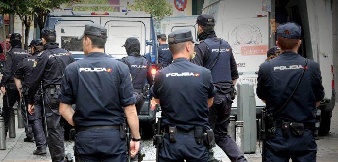 Tres detenidos por violar en grupo a una joven en un piso