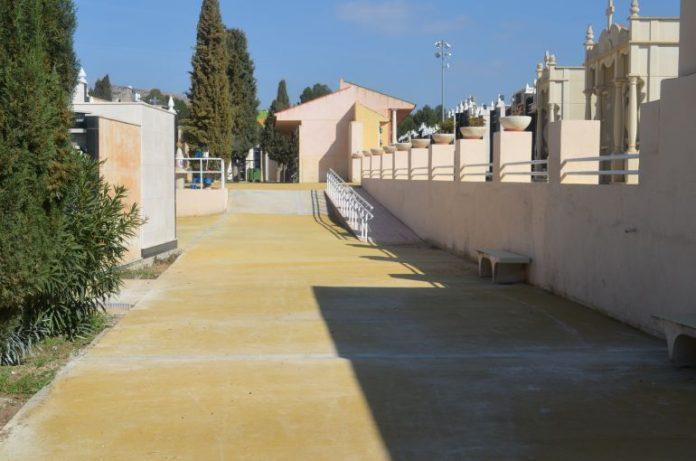 Petrer: Profanan una tumba en el cementerio