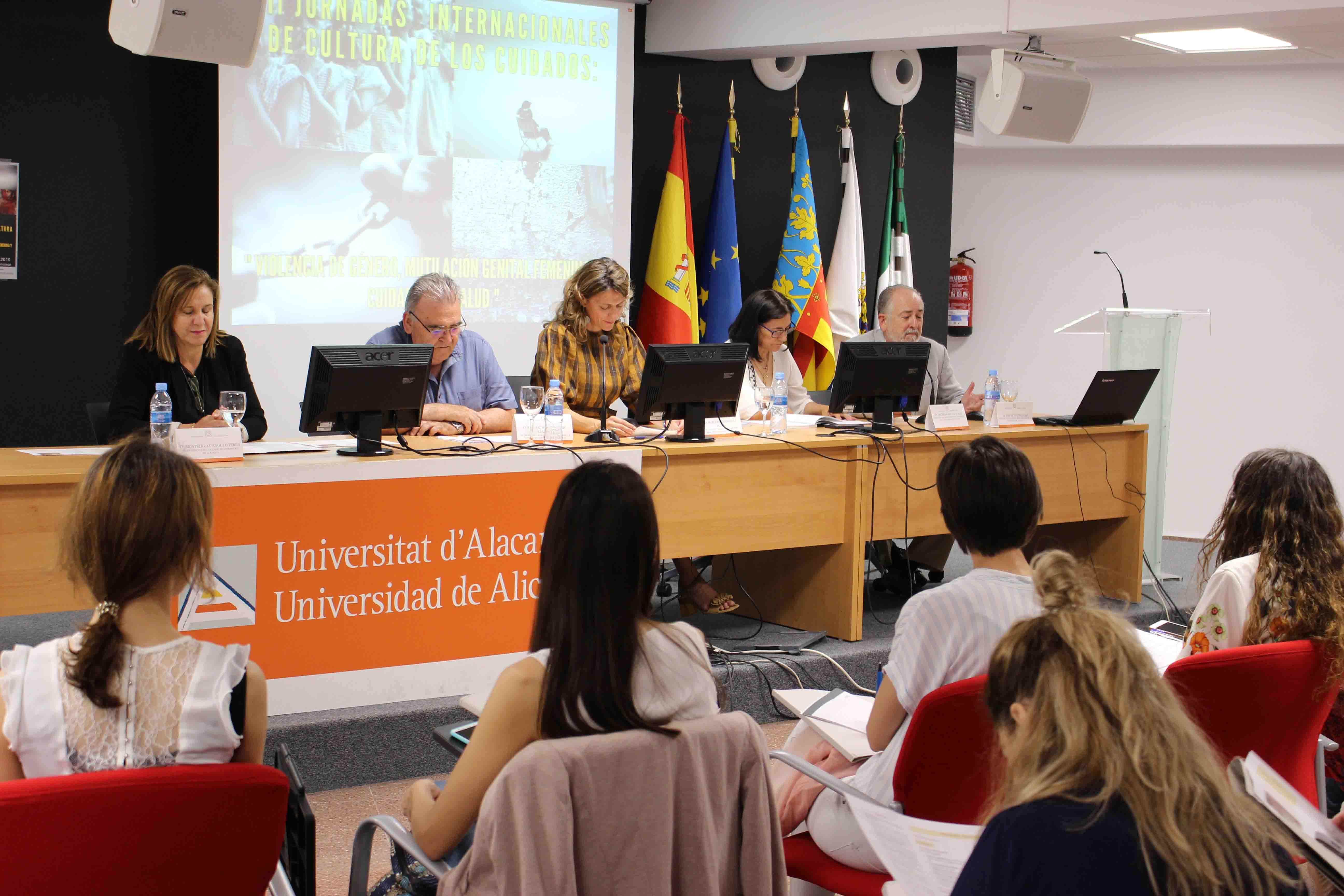 ALICANTE: Expertos nacionales e internacionales abordan el fenómeno de la violencia de género y la mutilación genital femenina