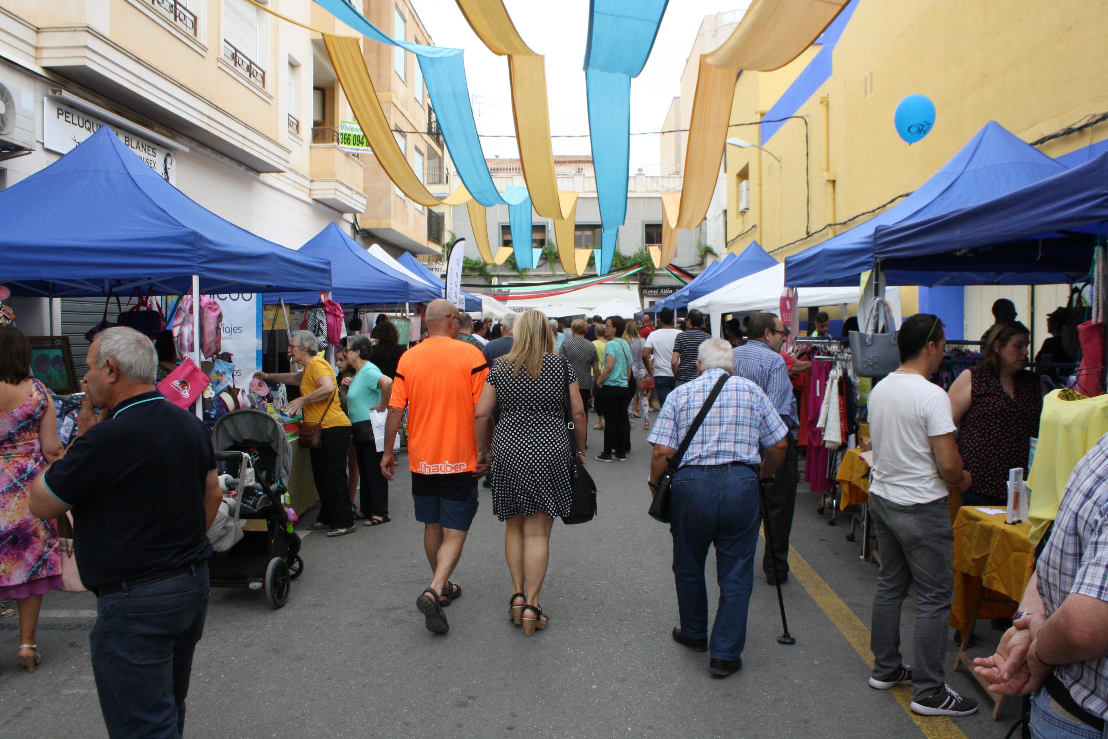 NOVELDA: Éxito de participación en una nueva edición de Botigues al Carrer