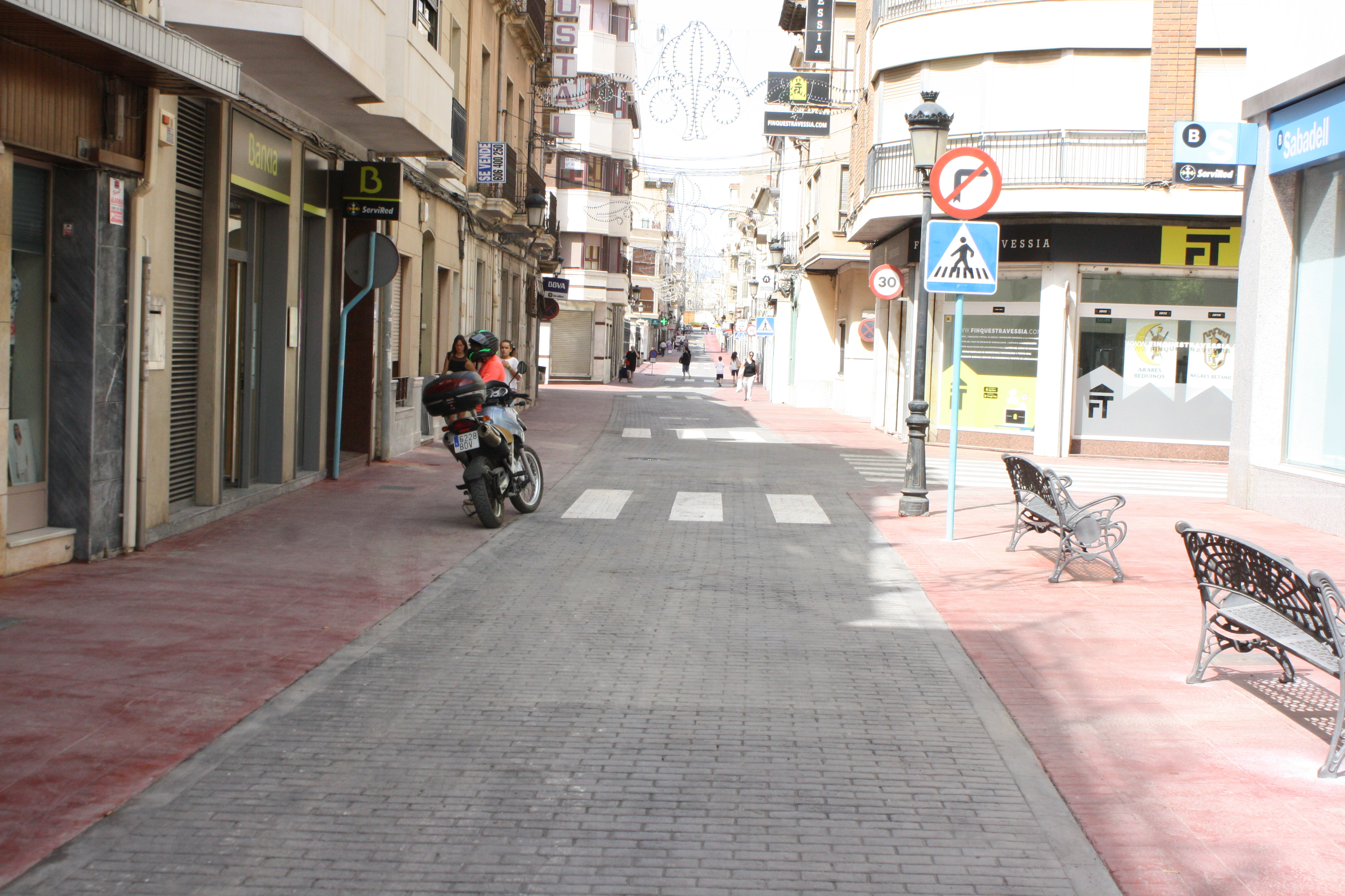 NOVELDA: Se reabre al tráfico la calle Emilio Castelar