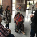 La diputada socialista con movilidad reducida Laura Soler, conoce en Petrer las iniciativas de inclusión social y visita el CAI Cocemfe