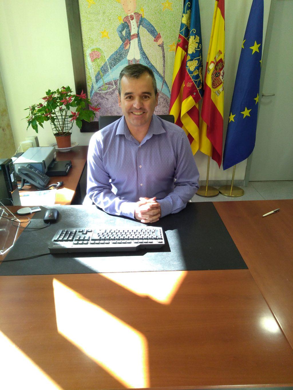 El alcalde de Aspe Antonio Puerto se ha puesto en contacto para interesarse por el soldado de la UME