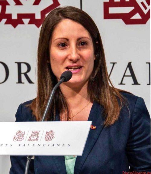 Ana Vega (VOX) pide recortar en altos cargos y consellerias y destinar ese dinero a reducir las listas de espera en Sanidad