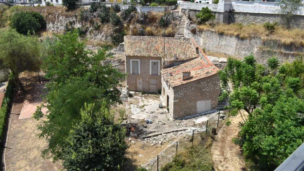 El Ayuntamiento de la Vila Joiosa restaura las estructuras hidráulicas y agrícolas antiguas del entorno del Molino Real de la Llobeta