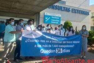 Los trabajadores del Hospital de Torrevieja se movilizan para que Sanidad se reúna con sus representantes para tratar el futuro de los profesionales del departamento