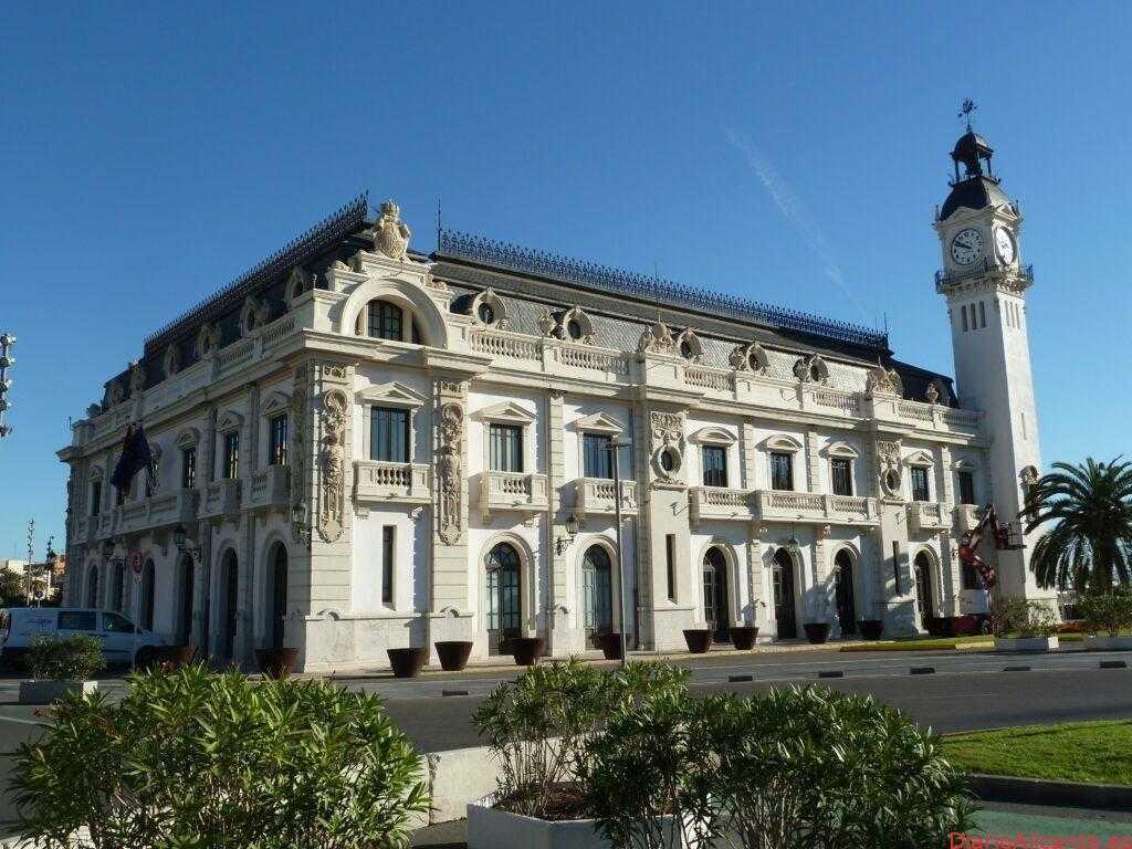 El Edificio del Reloj del Puerto de Valencia exhibirá el Buda gigante de la Fundación Lumbini antes de viajar a Cáceres