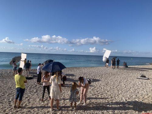 La marca infantil Abel & Lula escoge la Playa El Paraíso de La Vila para su próxima campaña de fotos