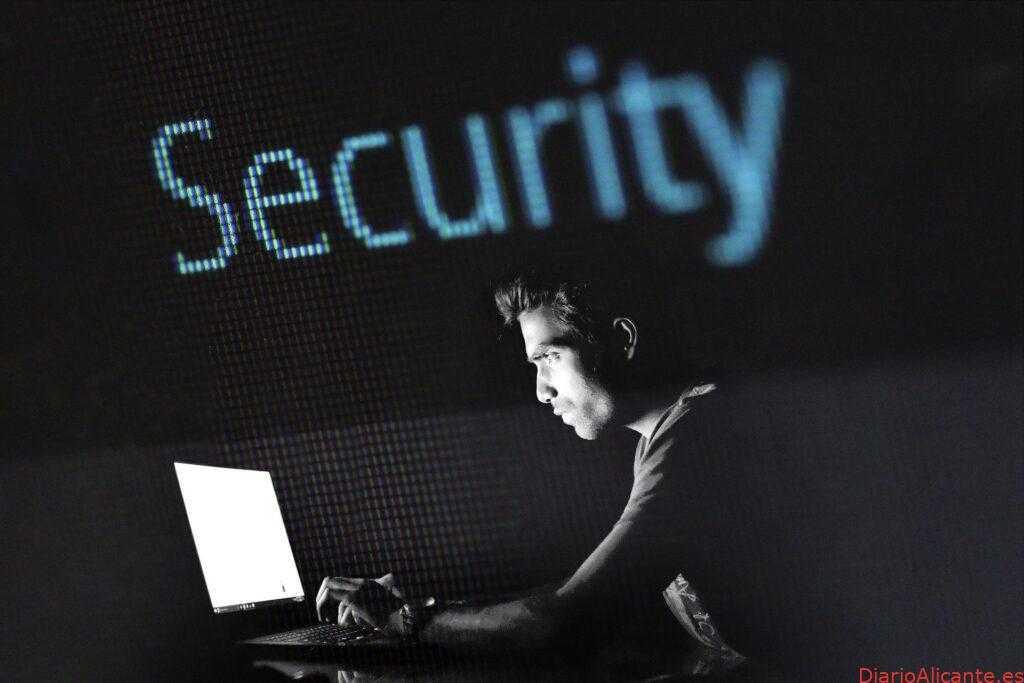 Detienen a hombre que robaba información bancaria con virus informático