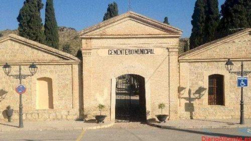 El Ayuntamiento de la Vila Joiosa dispone todo en el cementerio de cara a la festividad de Todos los Santos