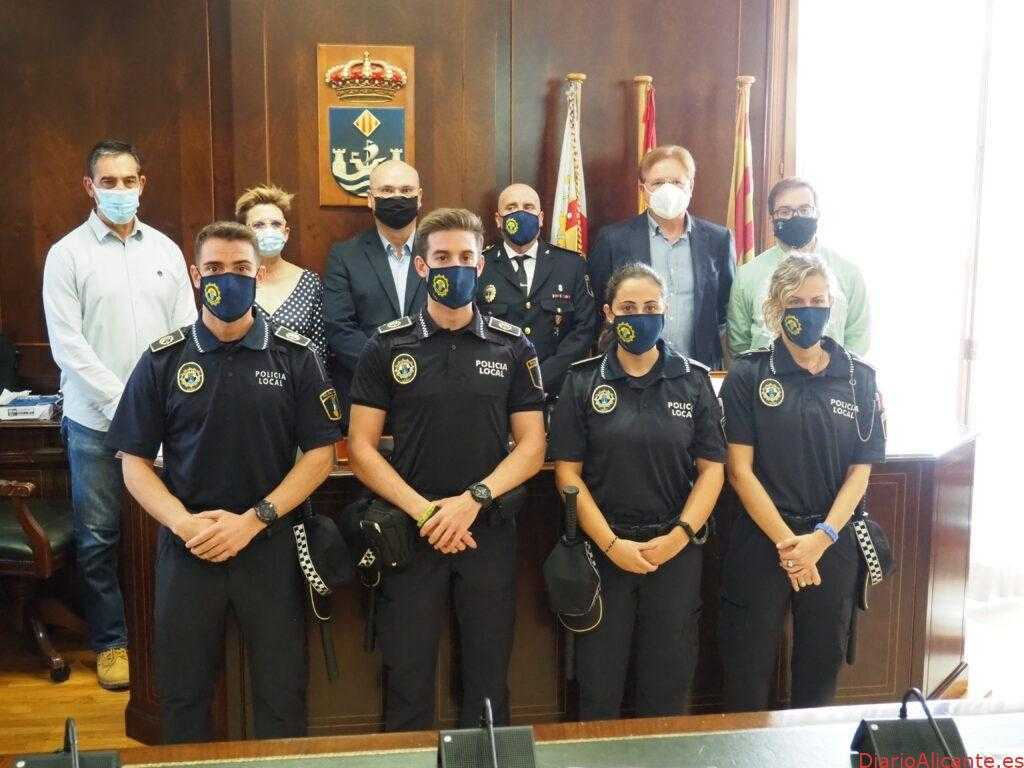 Los nuevos policías locales de la Vila Joiosa toman posesión de su cargo