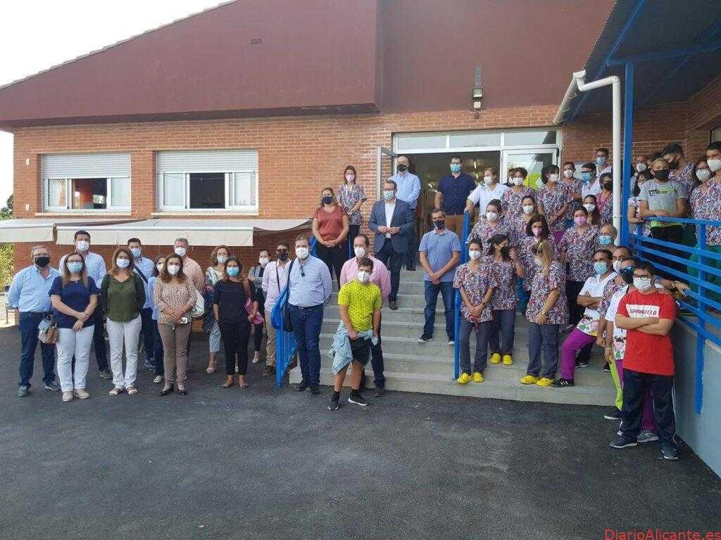 El Alcalde de la Vila muestra a los representantes municipales de la comarca el recién remodelado CPEE Secanet