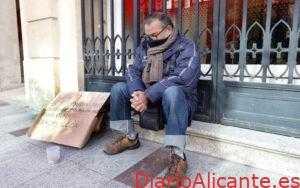 Paco con 63 años en La calle confiesa pasar frio y Hambre