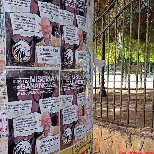 El Frente Obrero empapela Orihuela de carteles contra Emilio Bascuñana