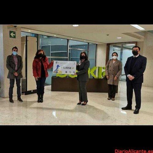 SOLIDARIDAD: Bankia y la Hermandad de San Antonio Abad entregan 5.500 euros a tres protectoras de Valencia