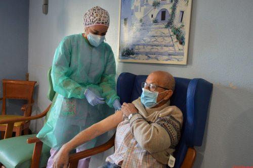 Arranca la campaña de vacunación frente al coronavirus en el Departamento del Hospital General Universitario de Elche