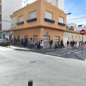 El Banco Obrero de Torrevieja reparte a alimentos a más de 450 familias