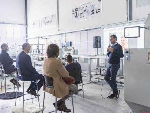 Compañías tecnológicas y grandes empresas crean en Elche el clúster para reposicionar a la industria del calzado