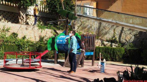 El Ayuntamiento continúa su plan de mantenimiento y restauración de jardines y zonas verdes de la Vila Joiosa
