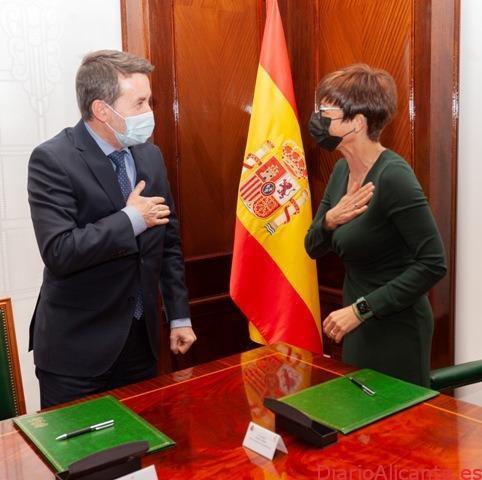 La Guardia Civil y Repsol firman un protocolo de colaboración para lograr una movilidad más sostenible