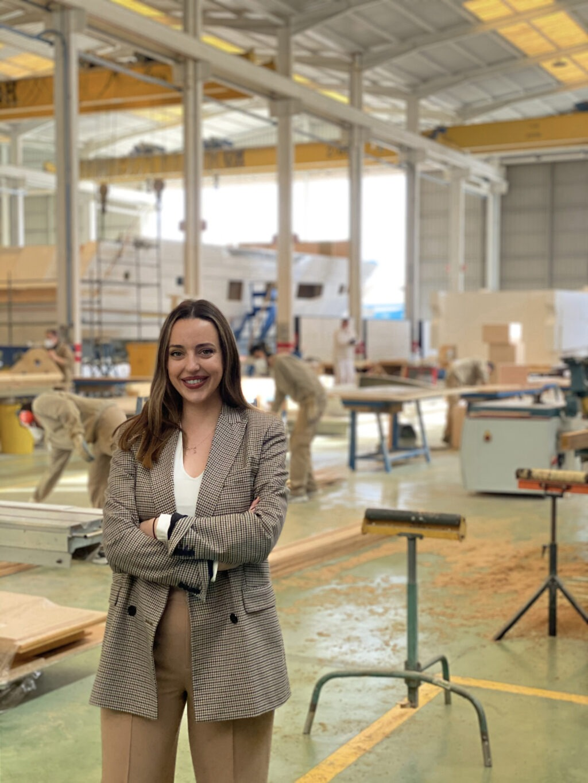 IoneAstondoa, joven millennial y representante de la cuarta generación familiar, se incorpora a la gestión del astillero de embarcaciones de lujo, ASTONDOA