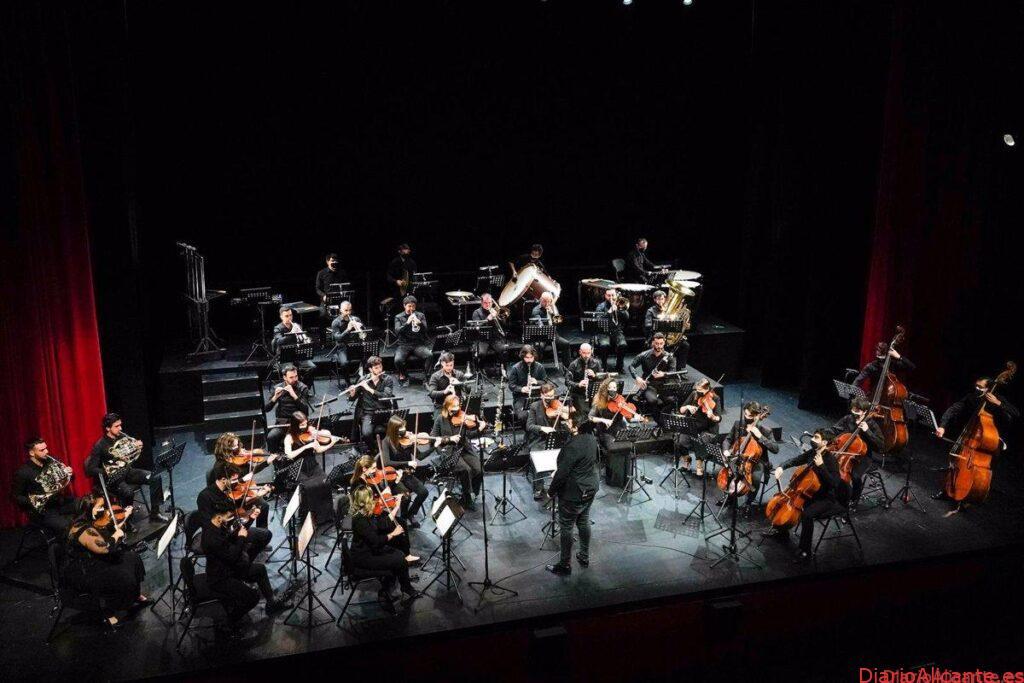 ANTONIO BANDERAS PRESENTA SU NUEVA ORQUESTA SINFONICA CON MUSICA DE OSCAR NAVARRO