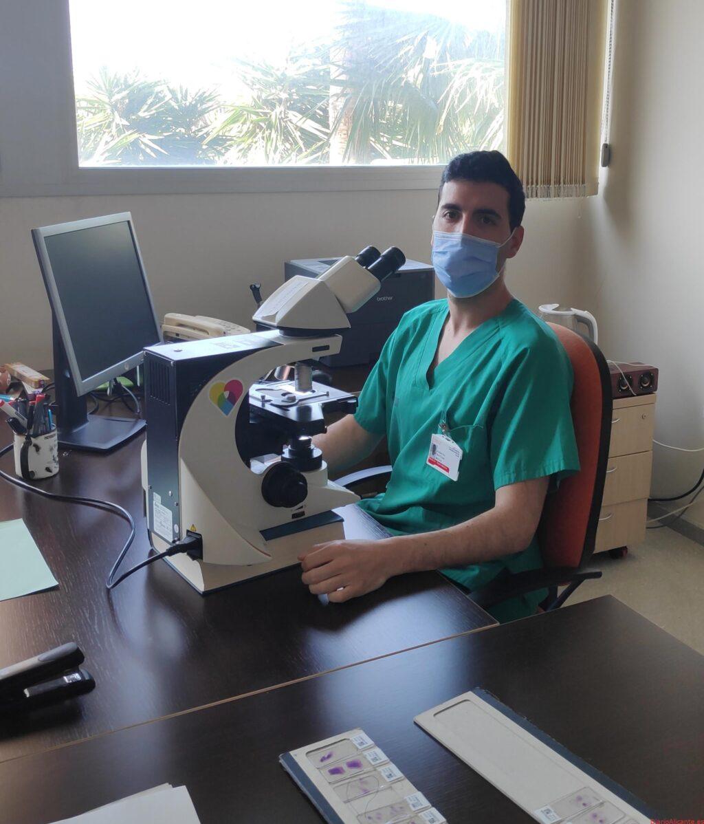 Un residente de Anatomía Patológica del Hospital General Universitario de Elche, elegido vocal de residentes de la Comisión Nacional de la Especialidad