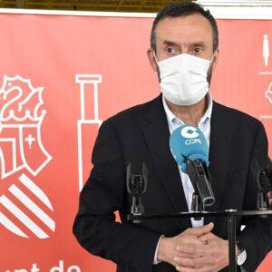 El alcalde de Elche anima a la población a seguir vacunándose