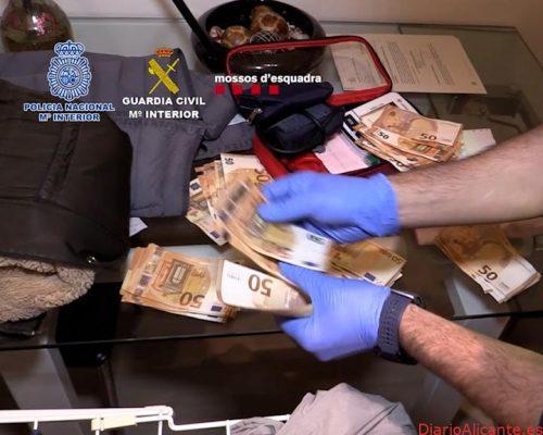 Desarticulada una organización criminal dedicada al tráfico internacional de marihuanaque operaba desde un taller mecánico