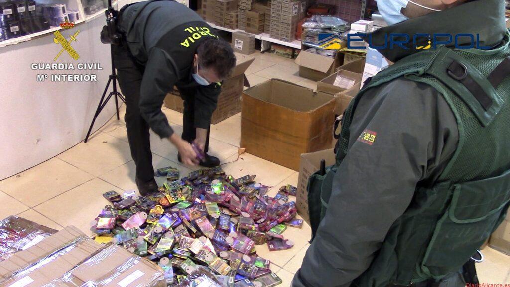La Guardia Civil retira del mercado más de 150.000 juguetes falsificados o que no cumplen los estándares de seguridad