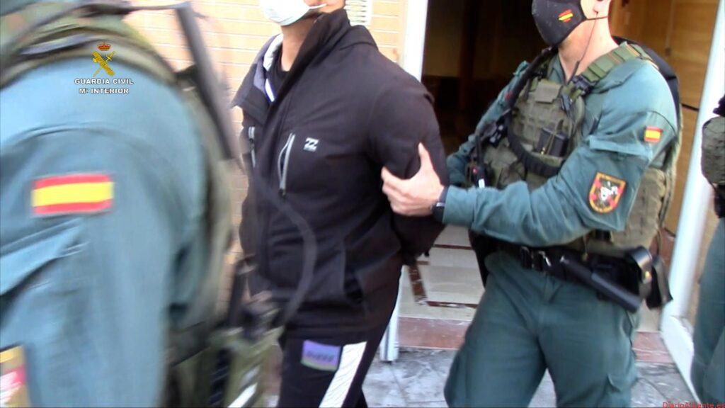La Guardia Civil desarticula una organización criminal que transportaba cocaína en dobles fondos practicados en vehículos