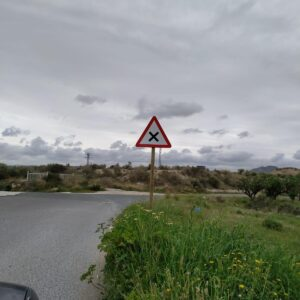 La Policía Local mejora la señalización de tráfico del camino de Aigua Rius a petición vecinal