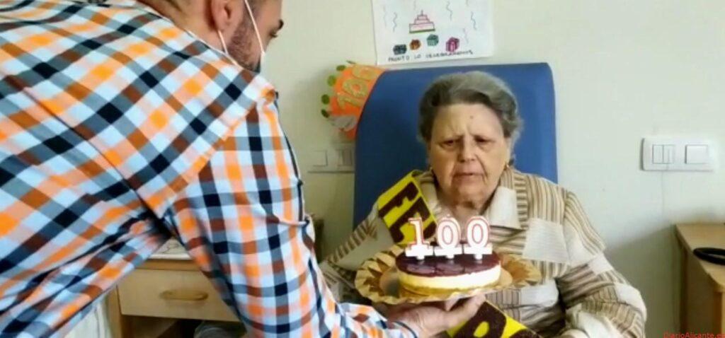 El Grupo Casaverde rinde homenaje a residente con 101 años