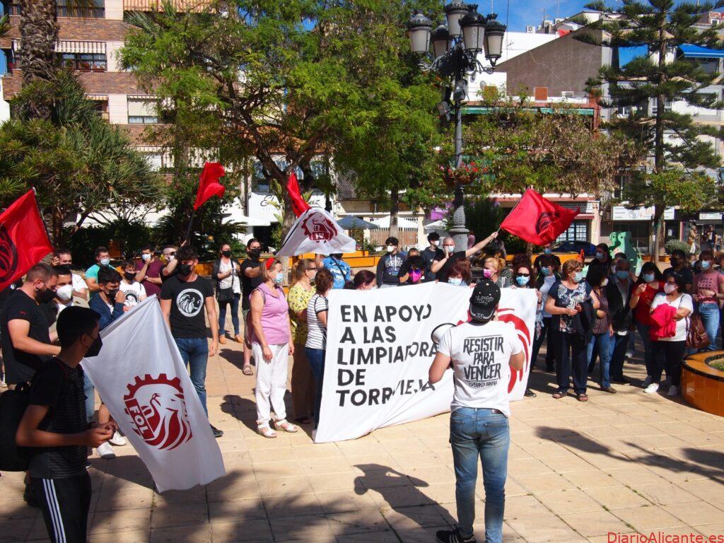 Éxito en la concentración por las trabajadoras de limpieza de Torrevieja