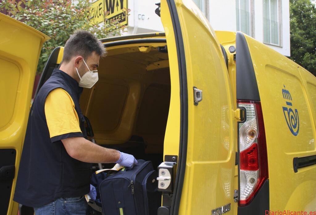 Correos reactiva el transporte de mochilas en las principales rutas del Camino de Santiago
