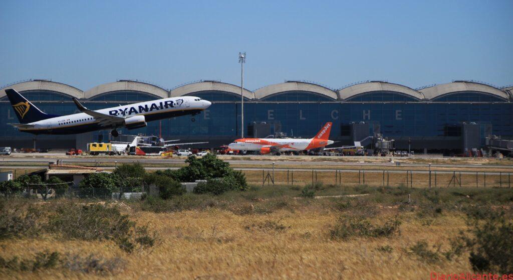 El aeropuerto de Alicante, más seguro frente a la COVID-19 gracias a las puertas automáticas