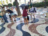 Concentración y recogida de firmas por los derechos de los animales en la explanada de Alicante