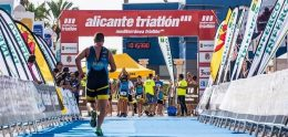 """""""Alicante Triatlón"""" pone el broche al circuito del Mediterráneo"""