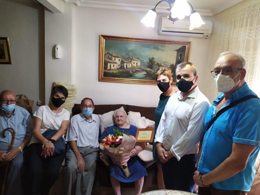 El Ayuntamiento de Aspe rinde homenaje a mayores de 100 años