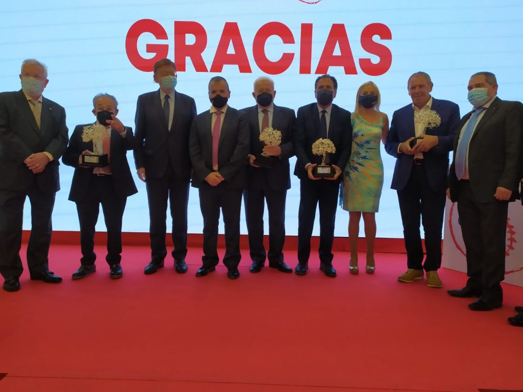 La familia Domene de la empresa domti recibe el premio y galardón