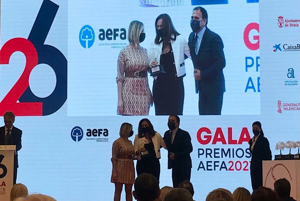 Recogida premio AEFA por la empresa aspense DOMTI